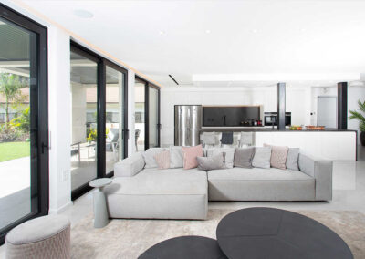 מהסלון למטבח עיצוב בית פרטי