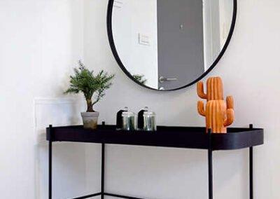 עיצוב קונסולת כניסה לדירה קטנה