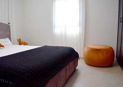 שילוב הדום בחדר שינה קטן