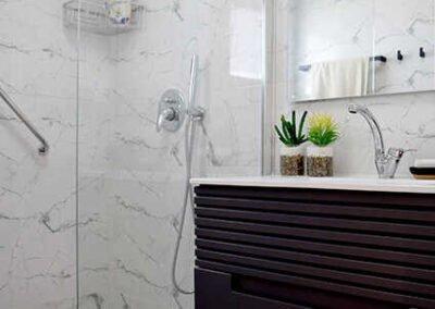 עיצוב פנים מקלחת בדירה קטנה